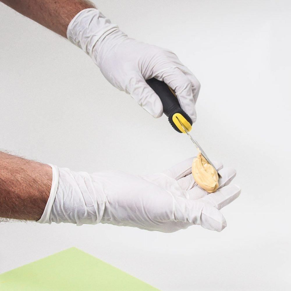 EAZYFIX® Nitril Wegwerphandschoenen gebruiken bij het repareren